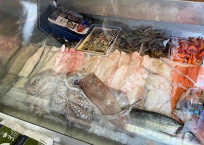 Frischer Fisch in Bessungen verschiedene Fische auf farbenkrauth Weihnachtsmarkt